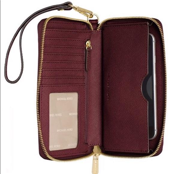 d8396be83 MK Mercer Large Flat Multi Function Phone Case. M_5b9142d89fe486a2e7ee5e9f.  Other Bags you may like. Michael Kors Jet Set ...